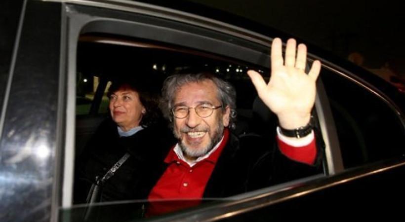 Tahliyesine karar verilen Dündar ve Gül'e yurtdışına çıkış yasağı