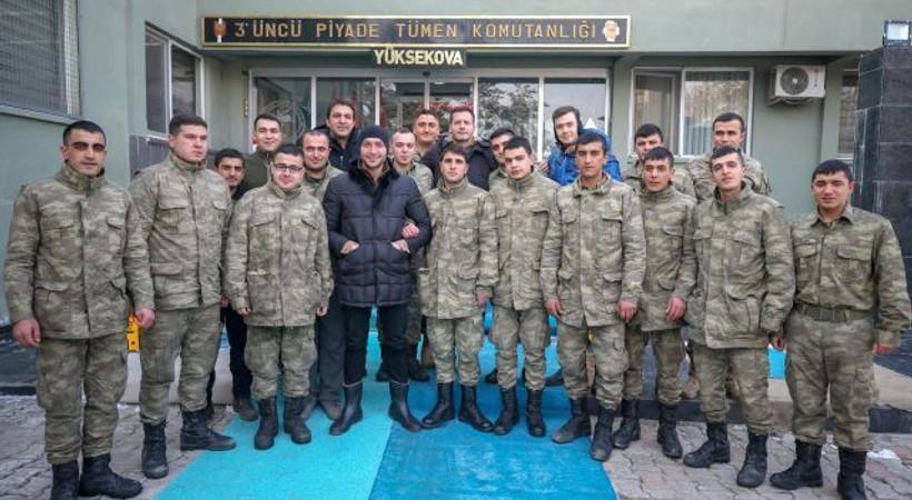 Söz dizisi oyuncuları Hakkari Dağlıca'da Mehmetçik'le buluştu!