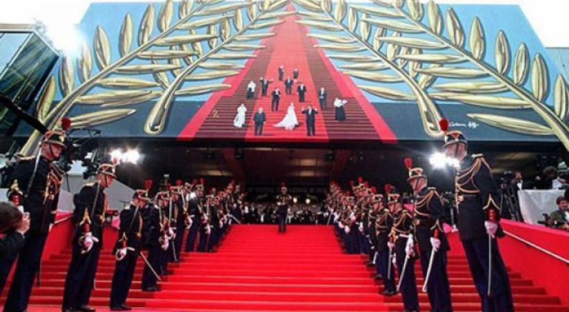 Cannes'da şoke eden görüntü! Uzun süre panik yaşandı!