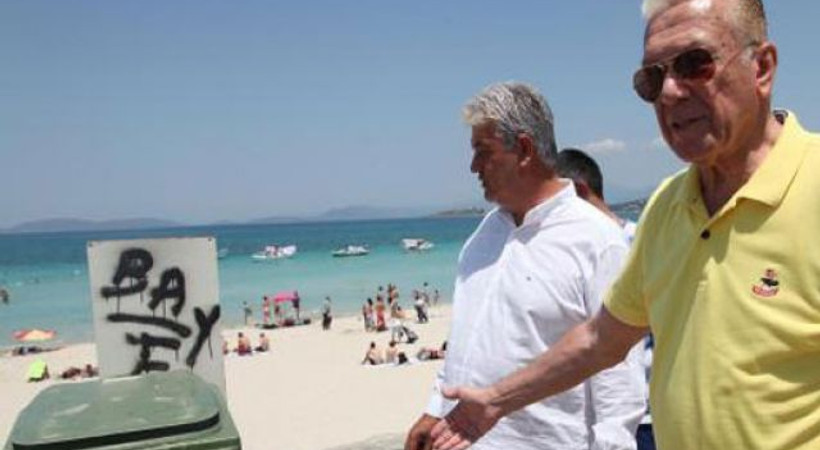 Gazetecilerden plaj temizliği! Uğur Dündar mıntıka temizliği yaptı!