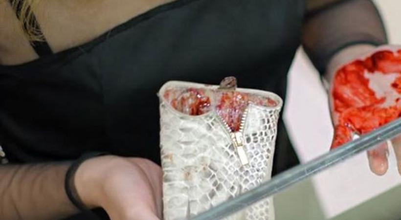 Sosyal medya bu reklamı konuşuyor: Çantayı açınca dehşete düştüler!