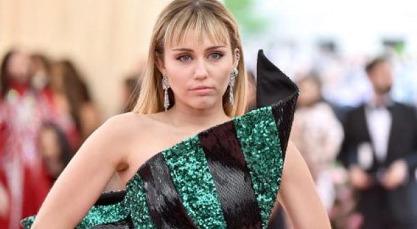 Miley Cyrus'tan kendisini elle taciz edip, öpmeye çalışan adama ve 'Hak ettin' diyenlere yanıt!