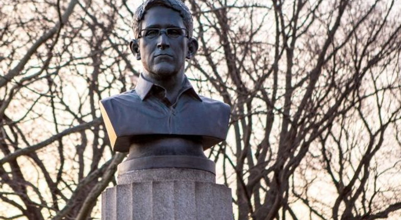 New York'a gizlice Snowden'ın büstü dikildi!