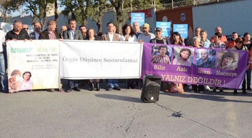 CHP'li Yarkadaş: Aslı Erdoğan'a 'hırka işkencesi' yapılıyor