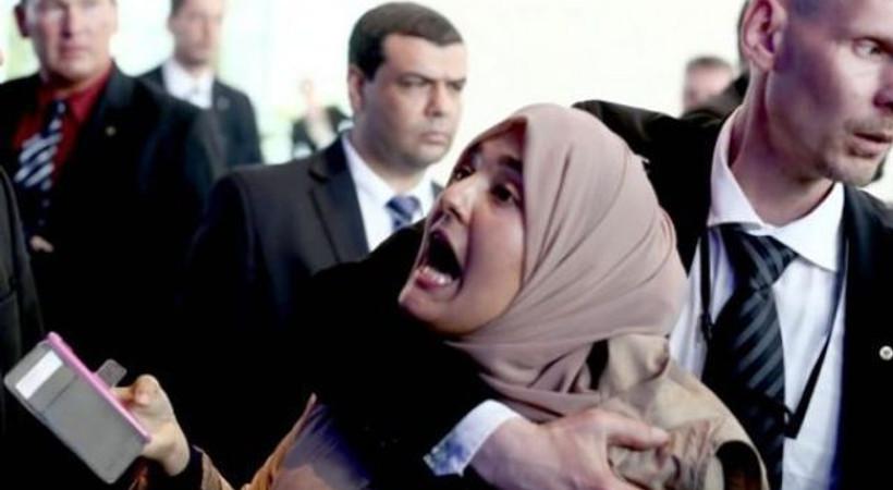 Sisi'yi protesto eden gazeteciye ne oldu?