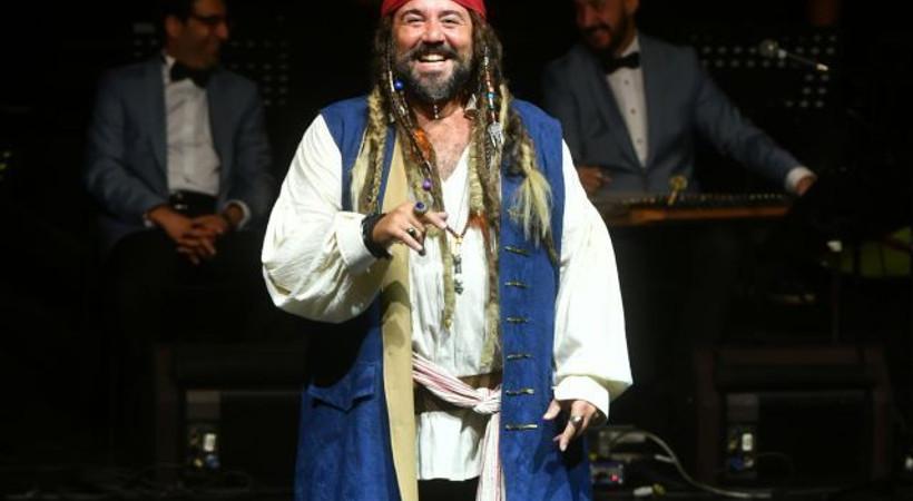 'Harbiye Korsanı Ata Demirer'