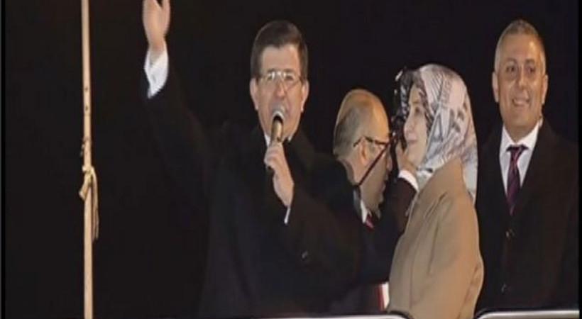 Davutoğlu'ndan Konya'da  Balkon konuşması
