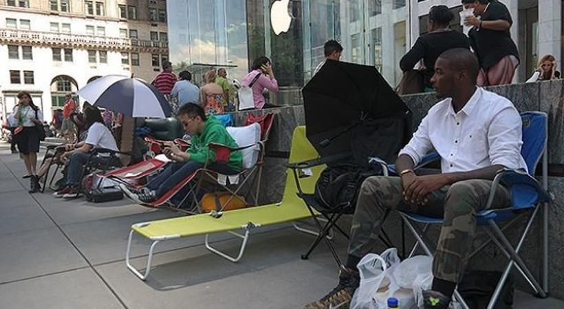 Apple Store önünde çadır kurdular