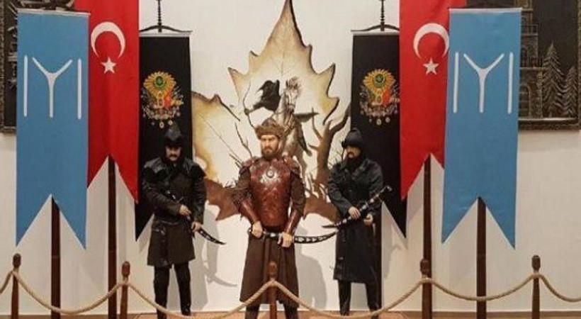 Ertuğrul Gazi diye Engin Altan Düzyatan'ın heykelini diktiler