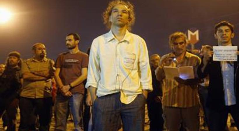 'Duran Adam' Yunan gazetesine konuştu: Hükümetin tek derdi para