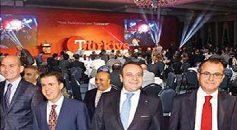 43 yıllık logosunu değiştiren Türkiye gazetesinden yeni logolu ilk manşet!