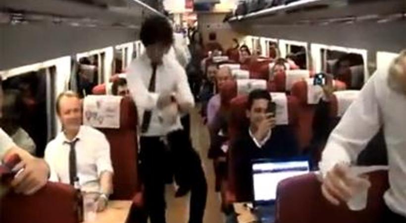 Arda Turan'dan Gangnam Style dansı