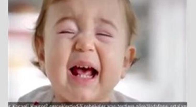 Ağlayan bebek sustu. Bir reklama yasak konuldu!