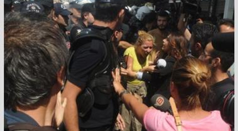 'Barış Zinciri' eylemlerine polisten müdahale!