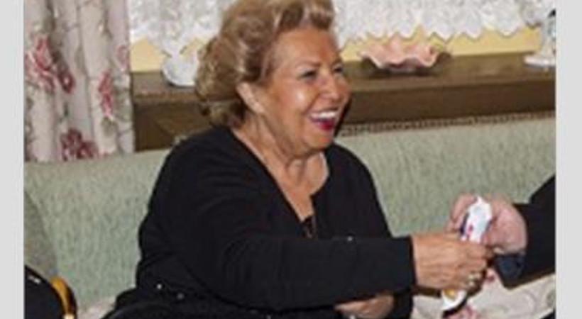 Dizi setini ziyaret eden Semra Özal'dan oyunculuk sinyali