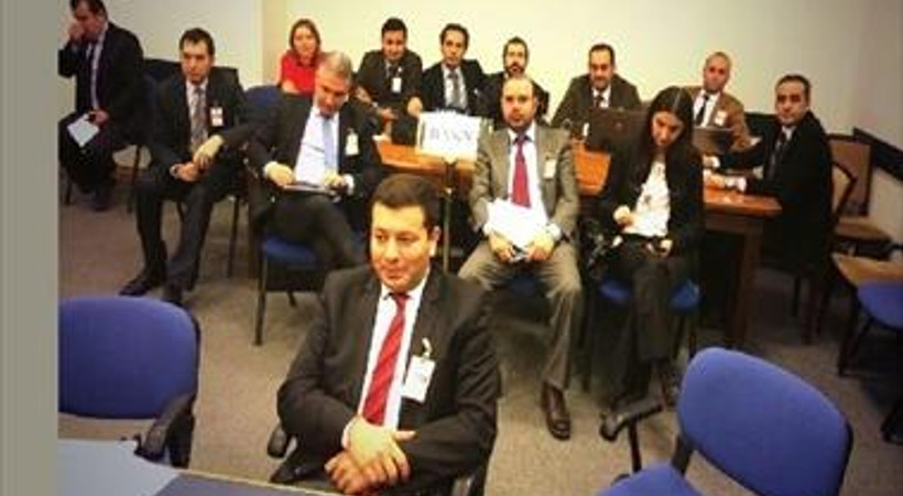 Gazetecilerden Salim Uslu'ya boş masa tepkisi
