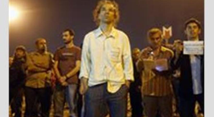 Gezi protestolarında ölen 7 kişi için 7 ülkede, 7 kişi, 7 dakika durdu!