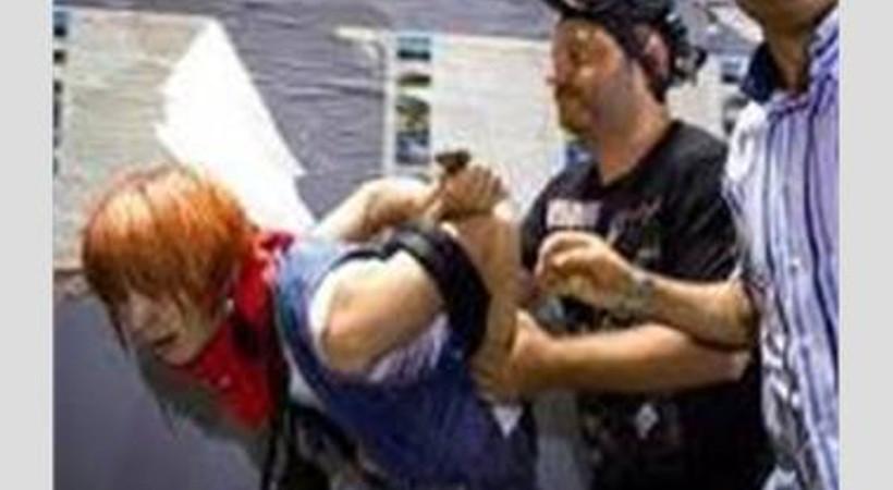 Gezi olaylarında tutuklanan gazeteciye su bile vermemişler!