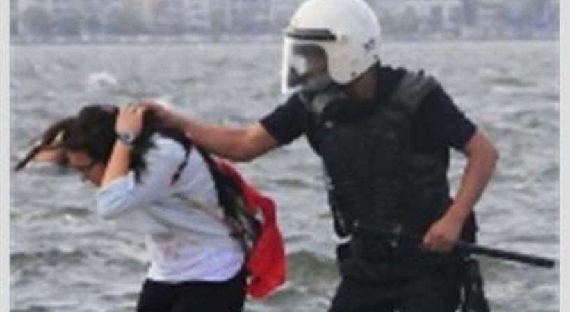 İzmir'de gençleri coplayan üç polis açığa alındı!