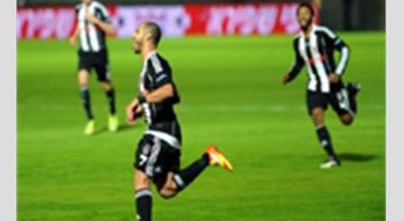 'Komplo'ya isyan eden Hürriyet yazarı, Beşiktaş'a böyle destek verdi!