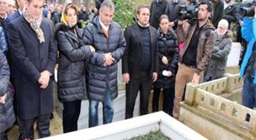 Mehmet Ali Birand'sız 1 yıl geçti! Usta haberci mezarı başında anıldı