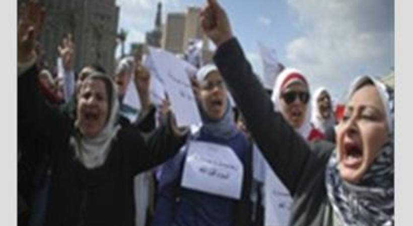 Mısır krizi: Tahrir'de cinsel saldırı alarmı