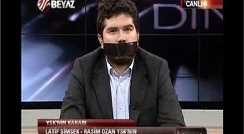 Rasim Ozan Kütahyalı'dan canlı yayında siyah bantlı protesto