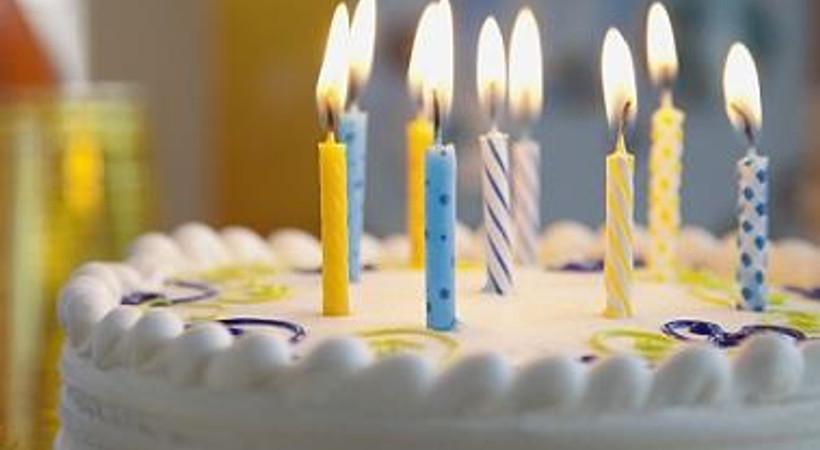 Tanınmış haberciler hangi gazetecinin doğum günü için bir araya geldi?