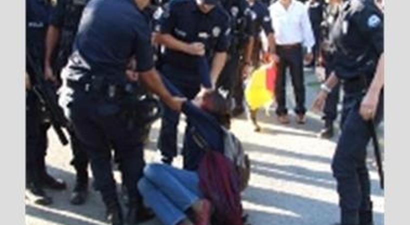 TRT önünde protestoya polis müdahalesi!