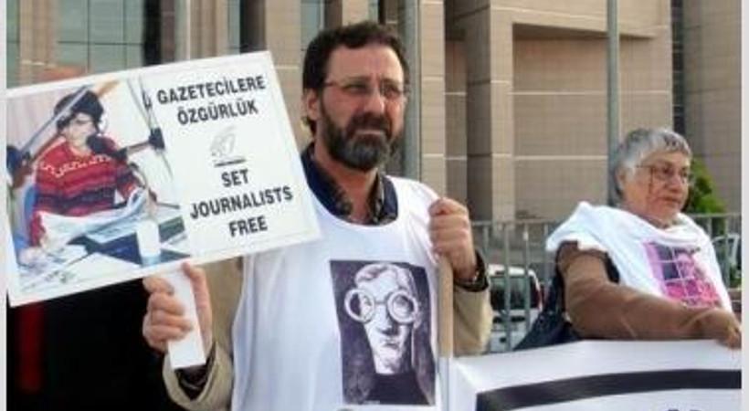 Tutuklu gazeteciler için 'duran insan' eylemi!