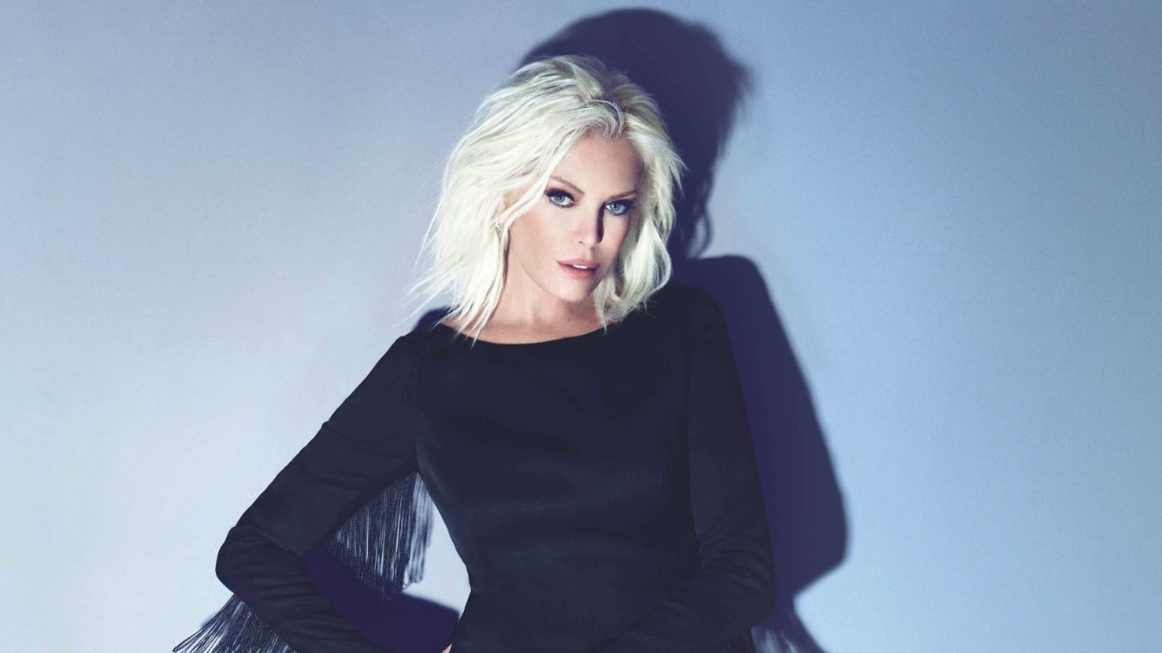 Ajda Pekkan, kendisiyle özdeşleşmiş şarkıların yer aldığı albümde neden yok?