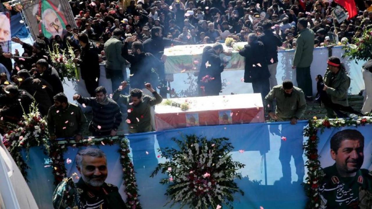 Kasım Süleymani'nin cenazesinde izdiham! Ölü sayısı artıyor, defin ertelendi