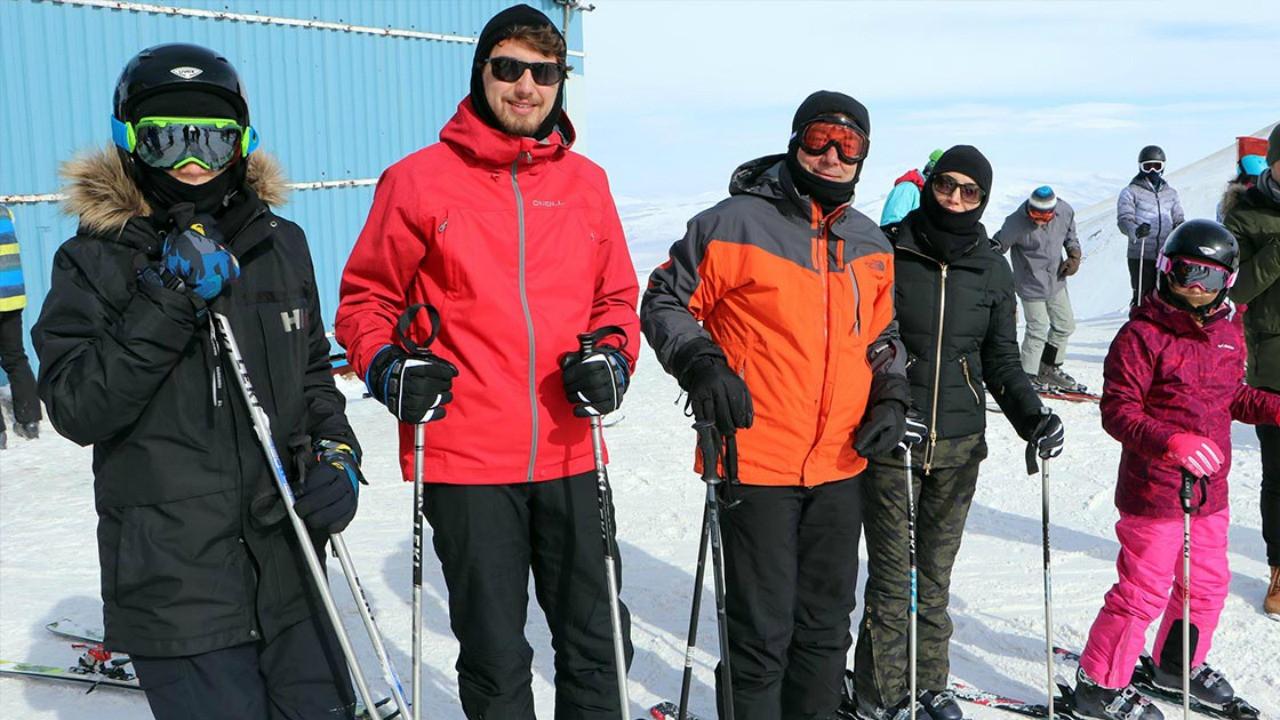 İmamoğlu'nun Palandöken'deki kayak tatili yazarların gündeminde! Kim, ne dedi?
