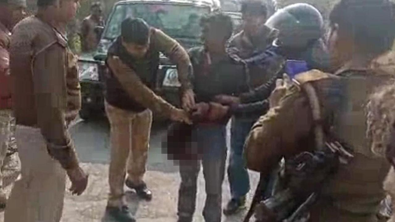 Hindistan'da karısını öldüren adam, karısının kafasını kesip yanına aldıktan sonra karakola kadar yürüdü