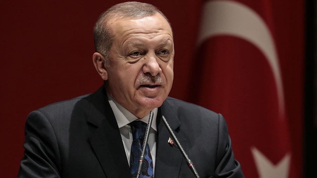 Cumhurbaşkanı Erdoğan FOX'un sorusuna sinirlendi!: FOX önce gazete olsun!