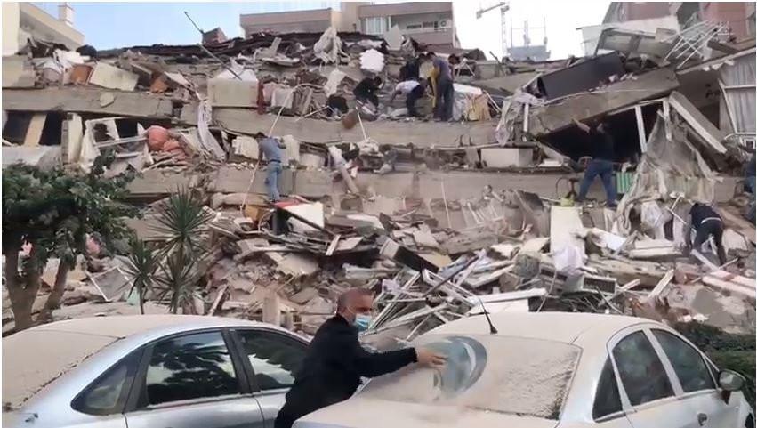 İzmir'de 6.8 büyüklüğünde deprem! İstanbul'da da hissedildi!