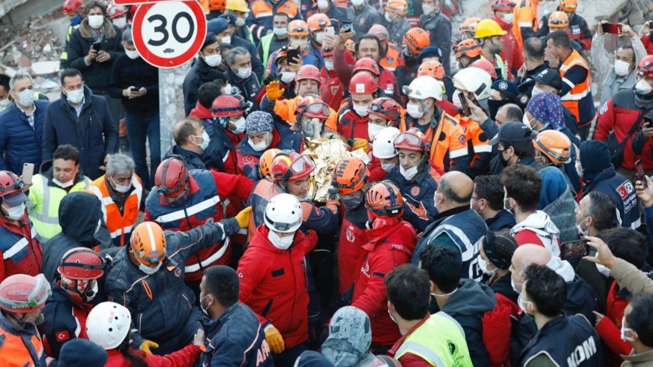İzmir depreminde Elif mucizesi... 65 saat sonra kurtarıldı!