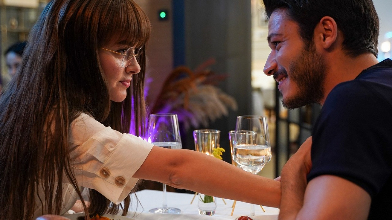 Cam Tavanlar dizisinden romantik tanıtım