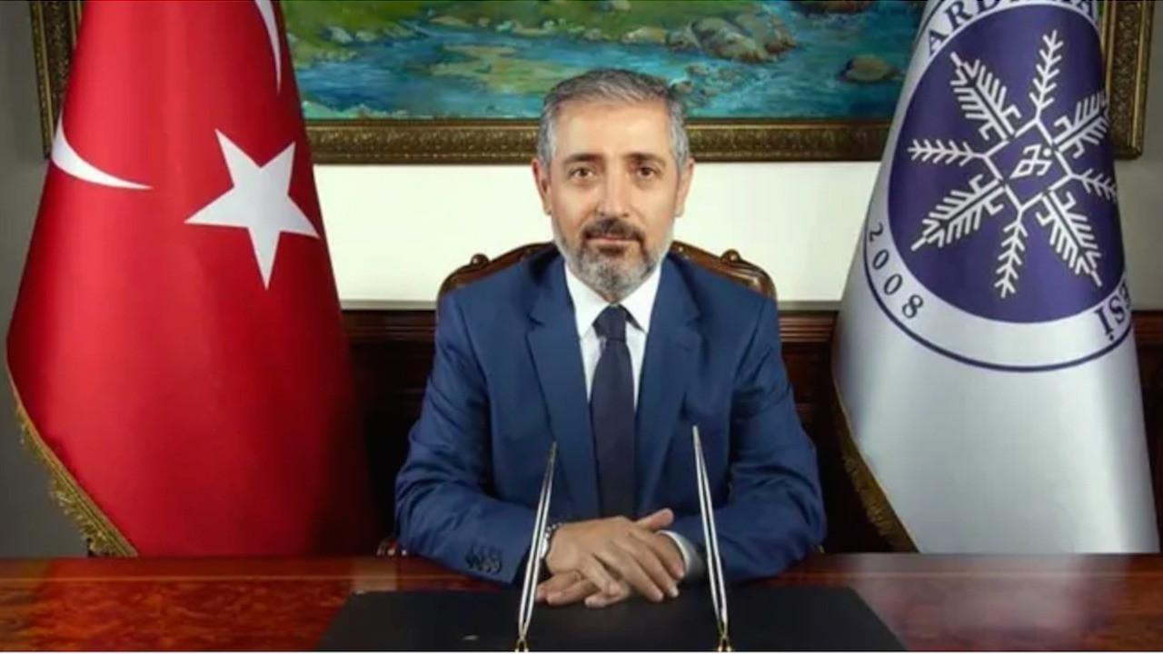 Ardahan Üniversitesi Rektörü Prof. Dr. Mehmet Biber'in rektörlük dışında üniversitede 9 farklı mevkide görev yapıyor...