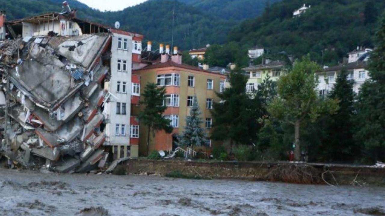 Karadeniz'de sel felaketi: Can kaybı 27'ye yükseldi! Bakan Pakdemirli 'HES'ler mağdur' demişti...