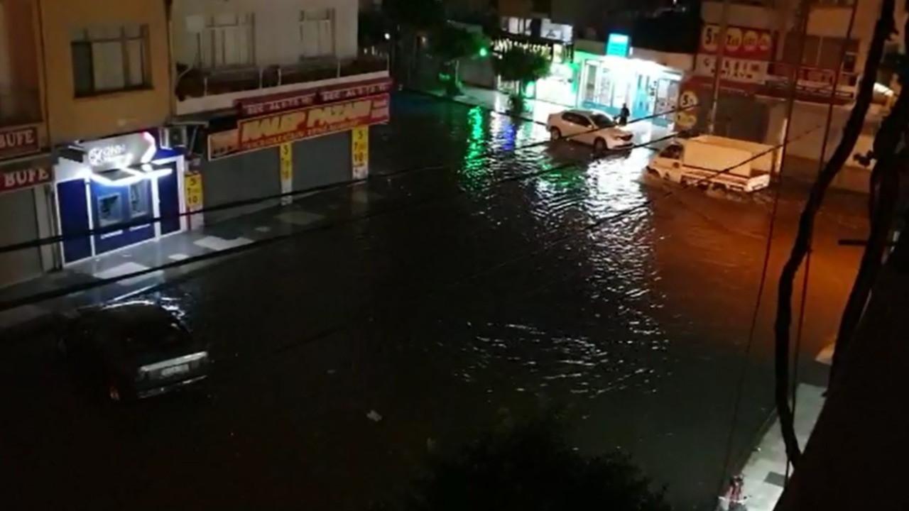 İskenderun'da yağan şiddetli yağmur, su taşkınlarına neden oldu