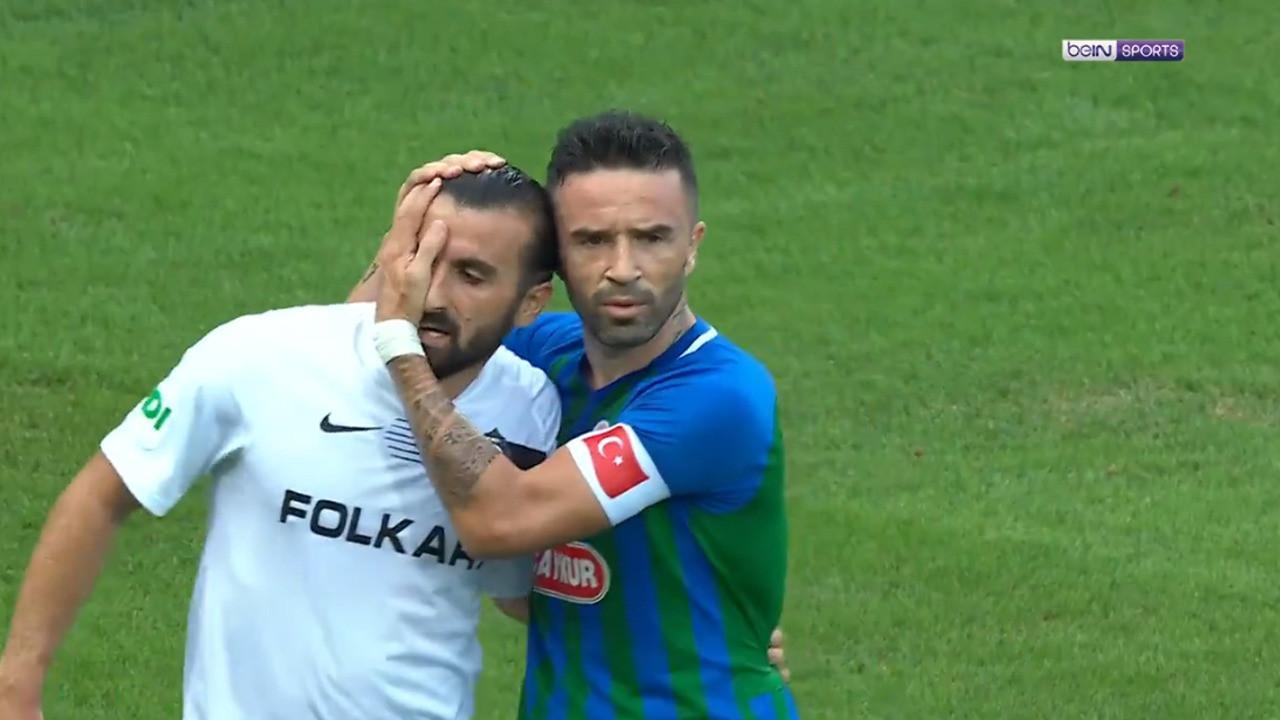 Rizespor-Altay maçında alkış alan hareket