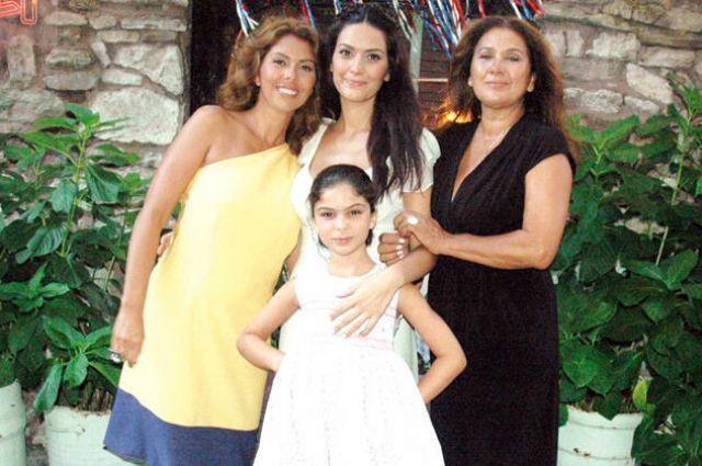 Zeynep Korel: 30 yaşında annemden dayak yedim!